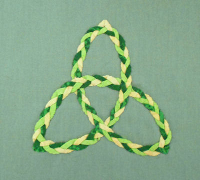 "Triple braided Celtic knot using 1/8"" bias made with tape maker."